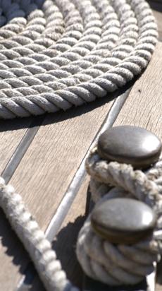 Landesteg am Hafen mit verknoteten Seilen: Laufende und geplante Projekte